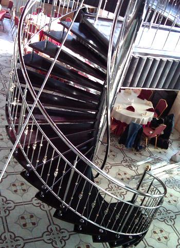 Перила из нержавейки для винтовой лестницы